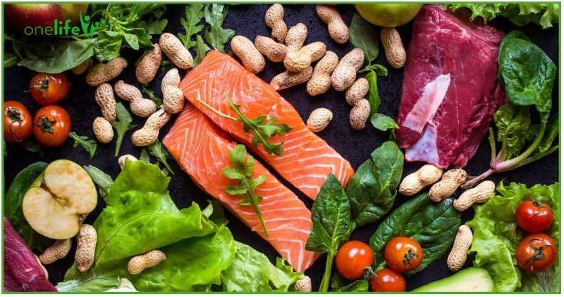 Life 120 lo Stile di Vita ideato da Adriano Panzironi qui piatto di salmone insalata e frutta secca